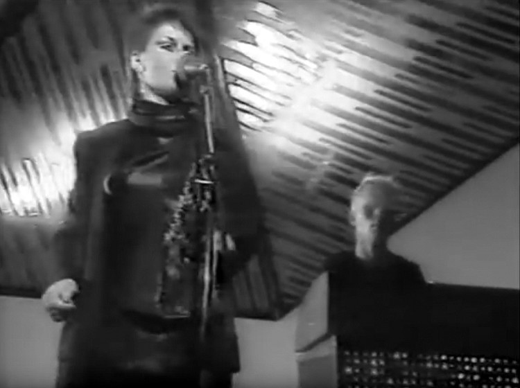 Get set, performed live by Yazoo for a tv show