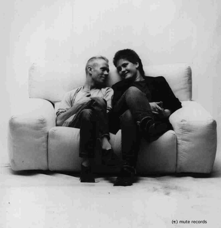 Good times, Clarke & Moyet on a sofa, promo photo
